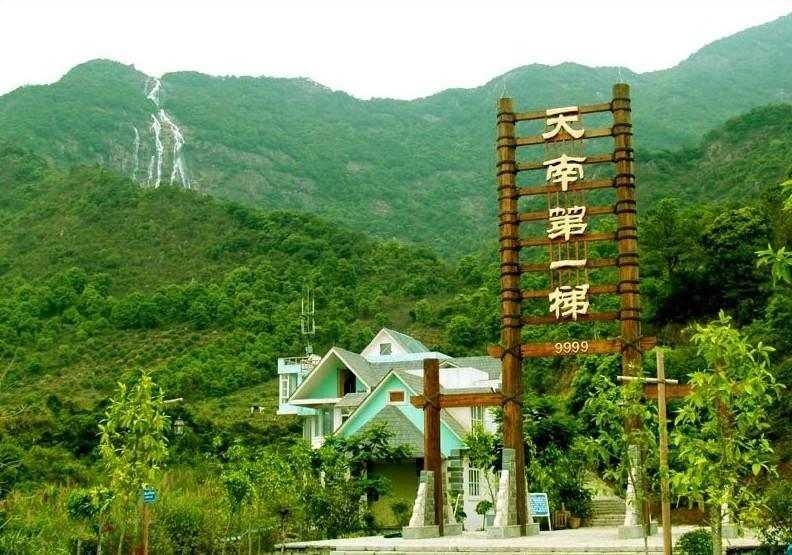 入住森林海温泉度假酒店、浸泡温泉 白水寨风景区、1978电影小镇、派潭烧鸡宴二天游