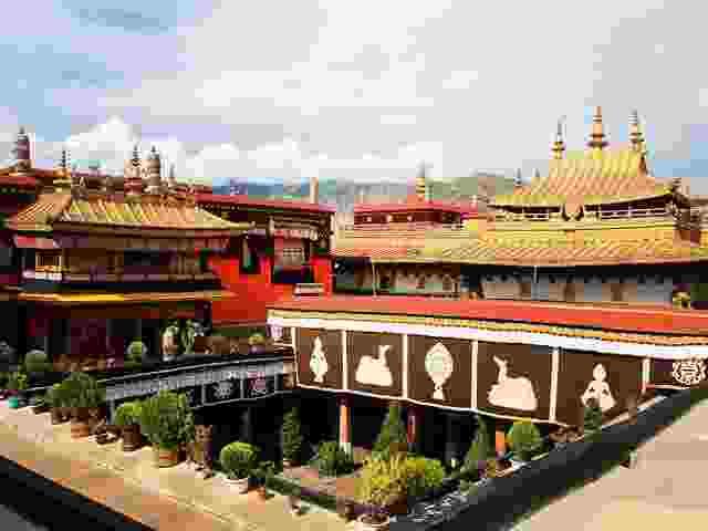 【相约西藏】拉萨、布达拉宫、 林芝、雅鲁藏布大峡谷、苯日神山、巴松措、羊卓雍措双飞7日游