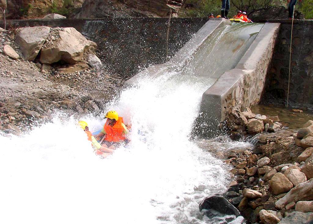 清远古龙峡漂流、观万丈悬瀑1天