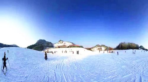 【品质.冰雪世界】神农架激情滑雪赏雪、三峡大坝、东湖梅园、品年猪宴鱼宴5天高铁纯玩游